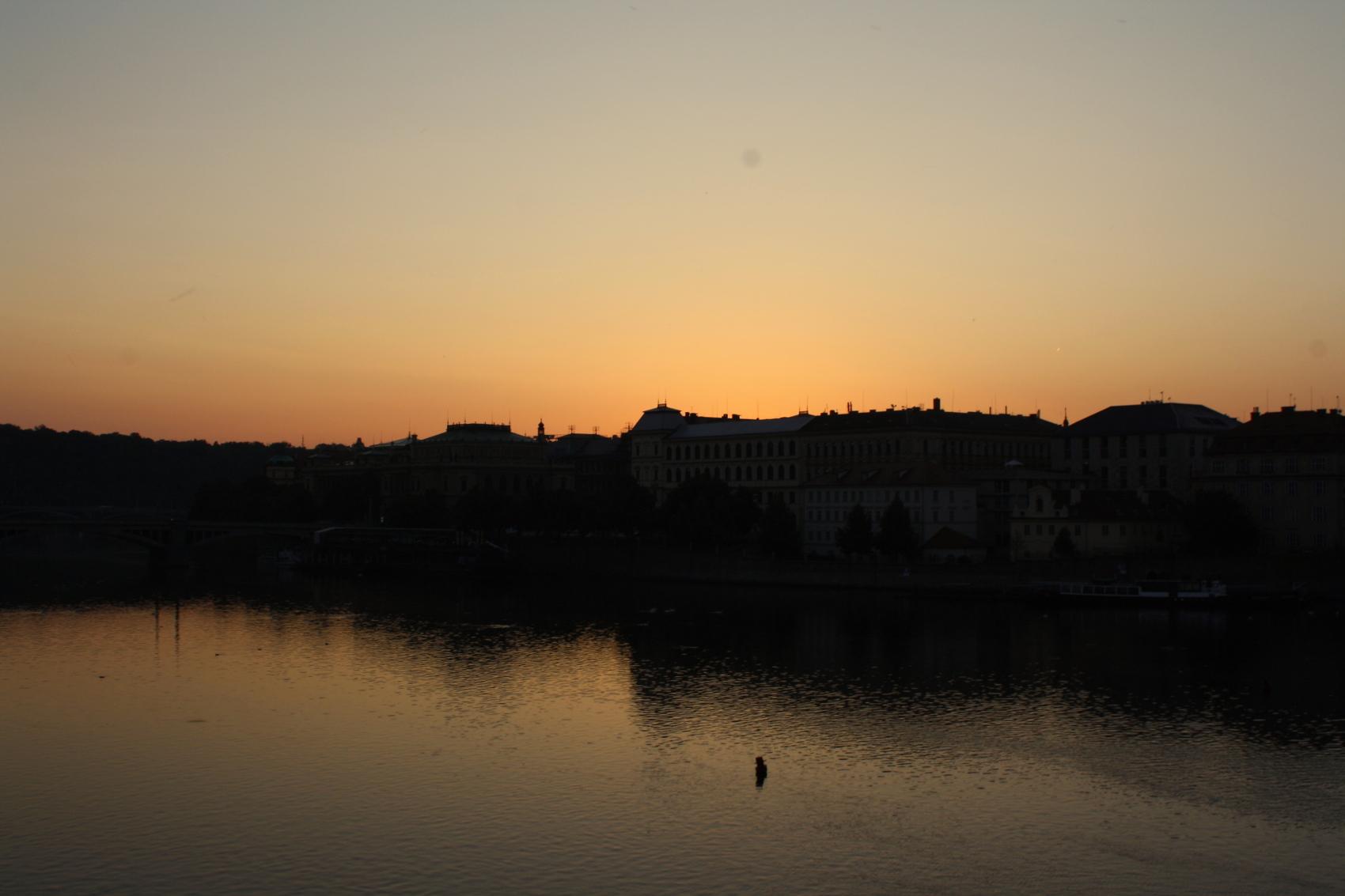 Lever du soleil depuis le Pont Saint-Charles